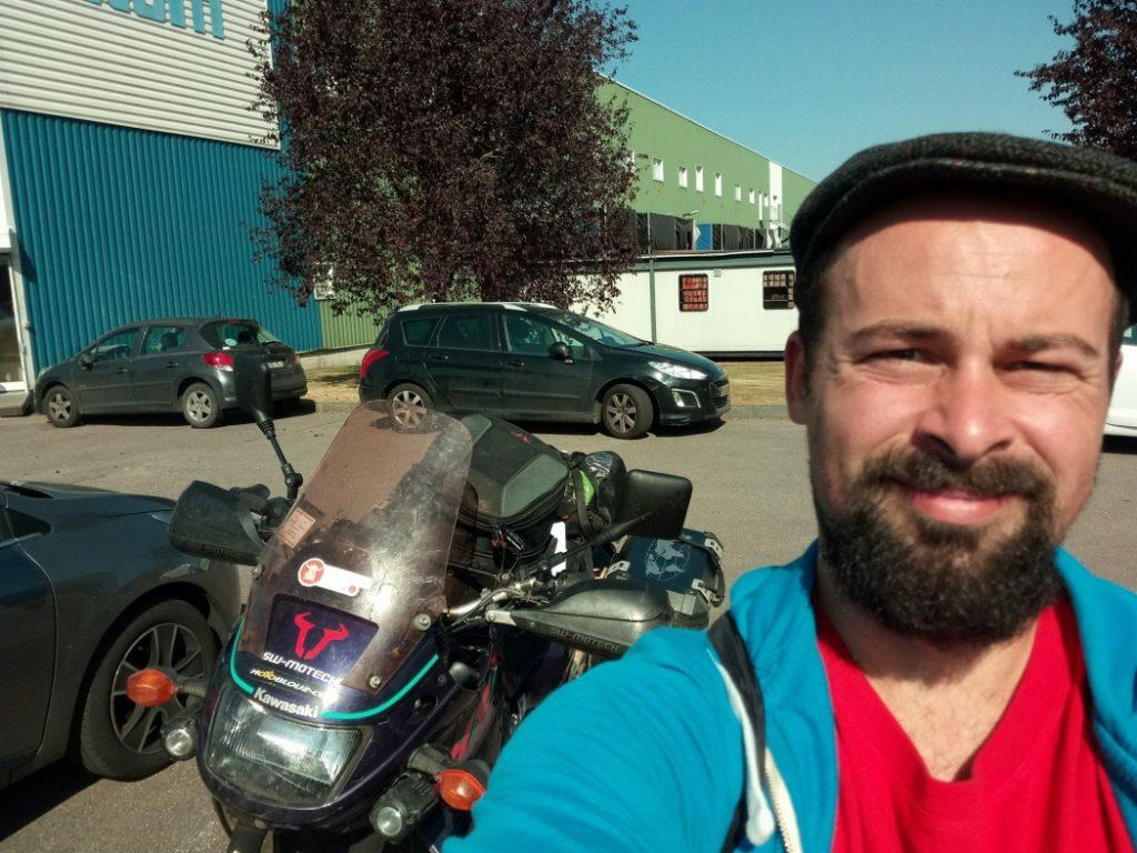 Baptiste le jour où il a déposé sa moto pour expédition maritime