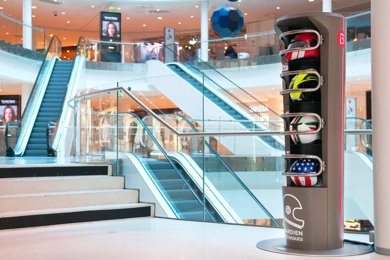 Une consigne à casque The Keeper 4 casques dans un centre commercial