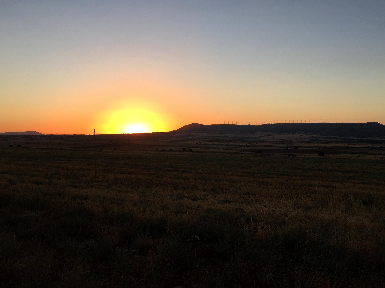 Le magnifique coucher de soleil d'Alpera... qui signe le début des ennuis nocturnes !