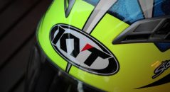 Vous devriez voir ce logo fleurir sur le crâne des motards français dans les prochaines années
