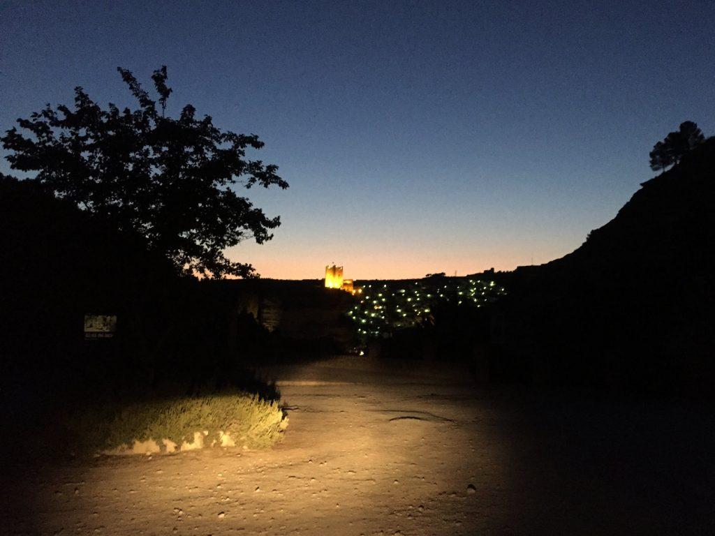 Une ville éclairée au loin me redonne foi en la nuit espagnole !