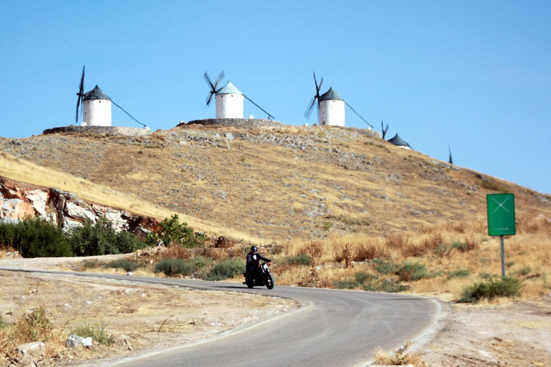 La route des moulins à Consuegra. Exclusivement réservée aux Harley !