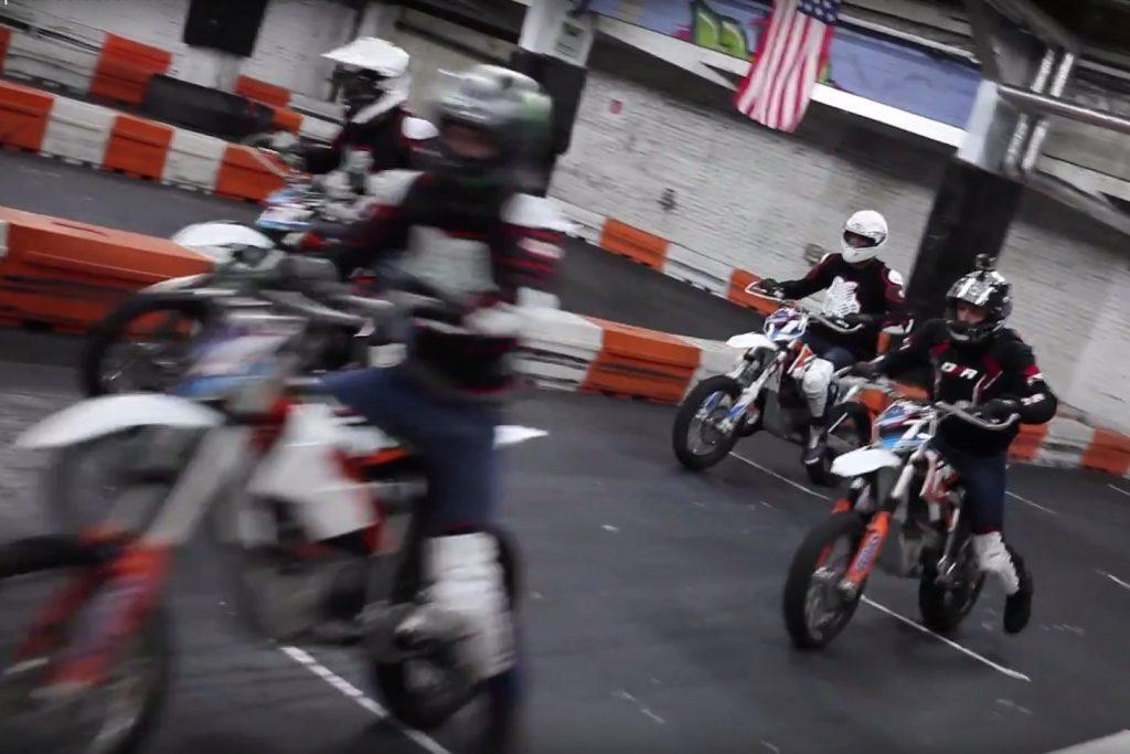 Une course en moto électrique pour fêter les 50 000 fans