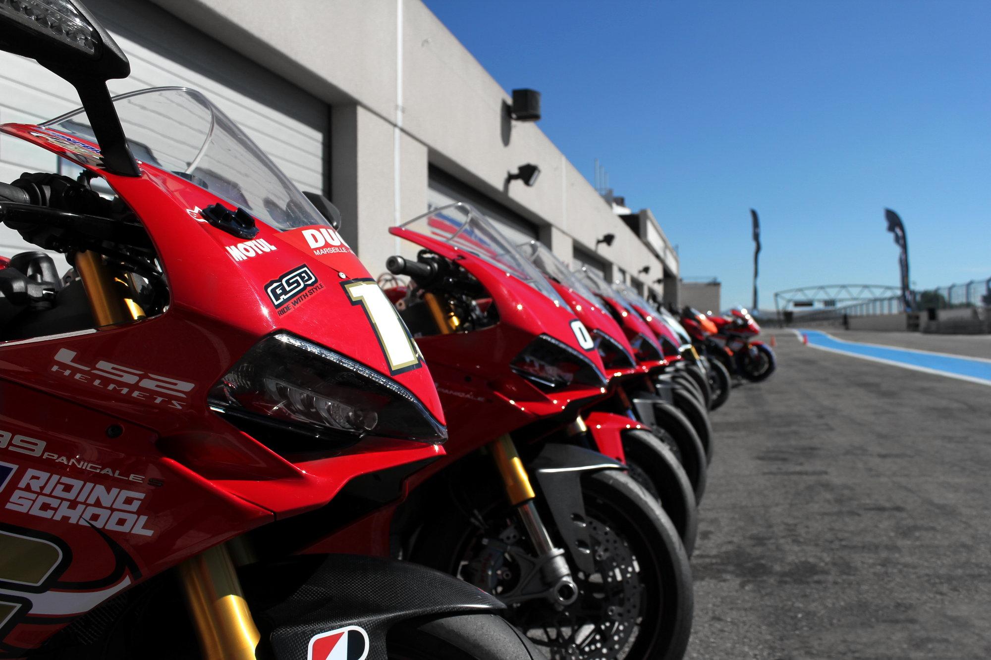 Des Ducati Panigale 959 et 1299 étaient disponibles à la location pour ceux qui le souhaitaient