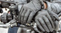 La norme européenne EN 13594:2015 vous assure que les gants moto obligatoires offrent un niveau de protection et un confort satisfaisants