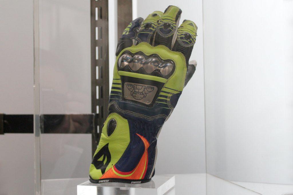 Les gants de Valentino Rossi n'ont pas de prix !