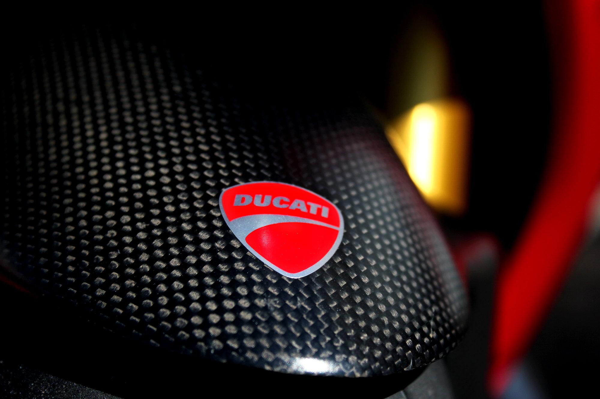 Garde-boue avant de Ducati Panigale en carbone