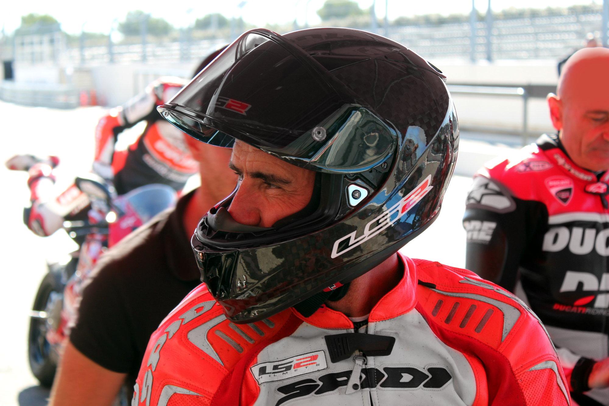 Jean-Marc Manuguerra, ex pilote de course et représentant de la marque LS2 en France, proposait aussi ses services dans le cadre des baptêmes