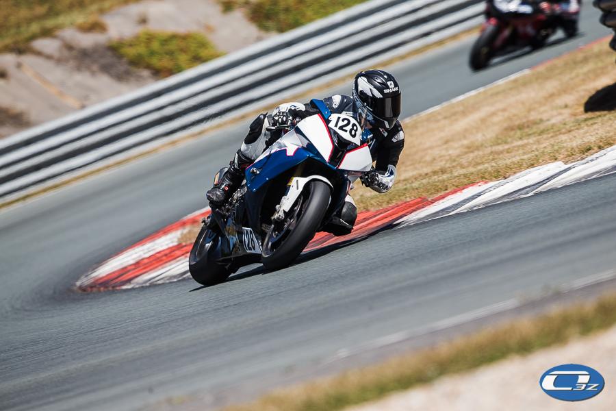 Joffrey en pleine action avec son S1000RR chaussé des Superbike Pro