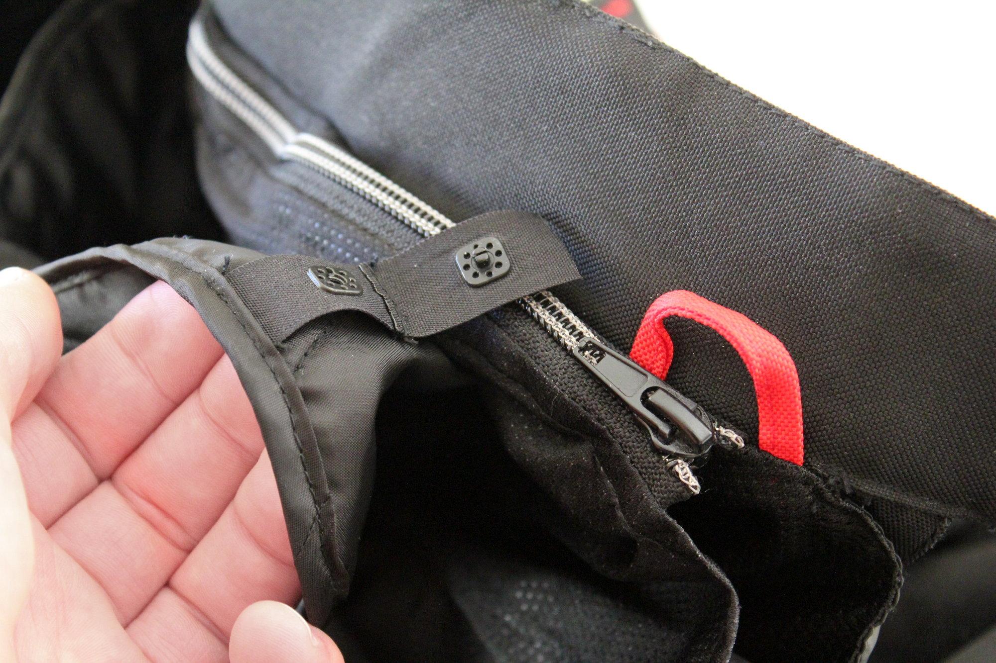 Montage des doublures sur le pantalon Ixon Crosstour