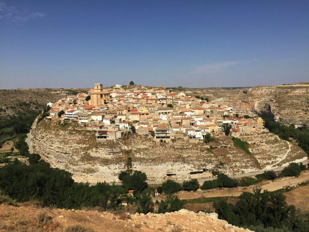 Le village de Jorquera, niché sur un rocher