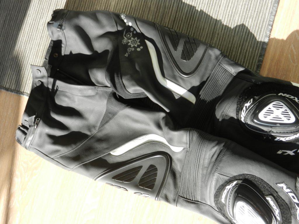 Vue d'ensemble du pantalon Ixon Prima VX, qui propose un design classe et sportif