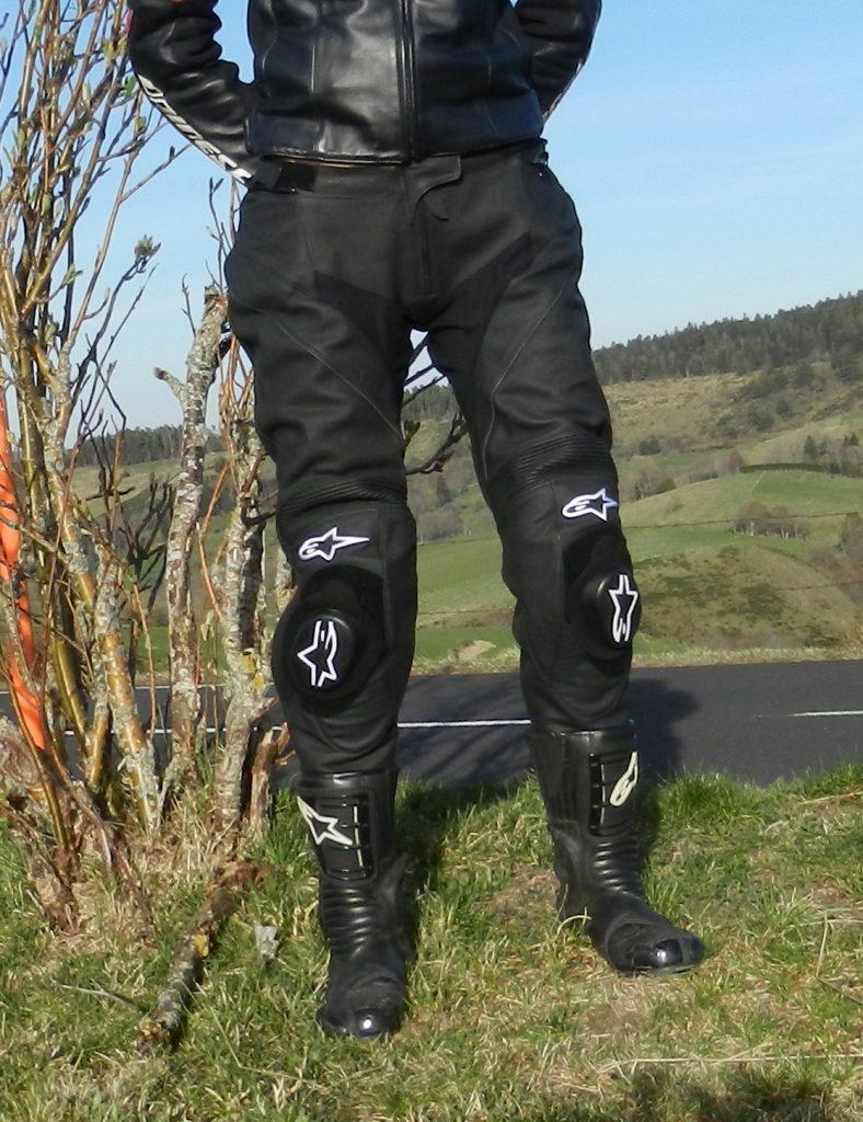 Un design sobre et discret pour un pantalon racing