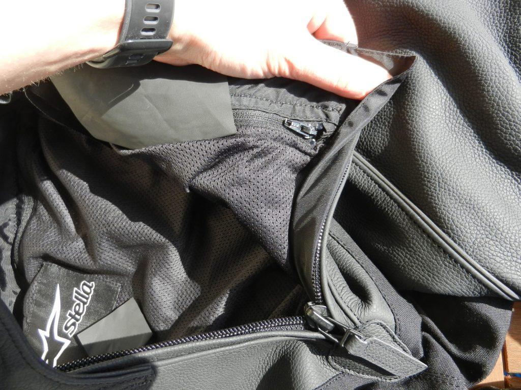 Zoom sur le zip qui permet de retirer la doublure pour la laver