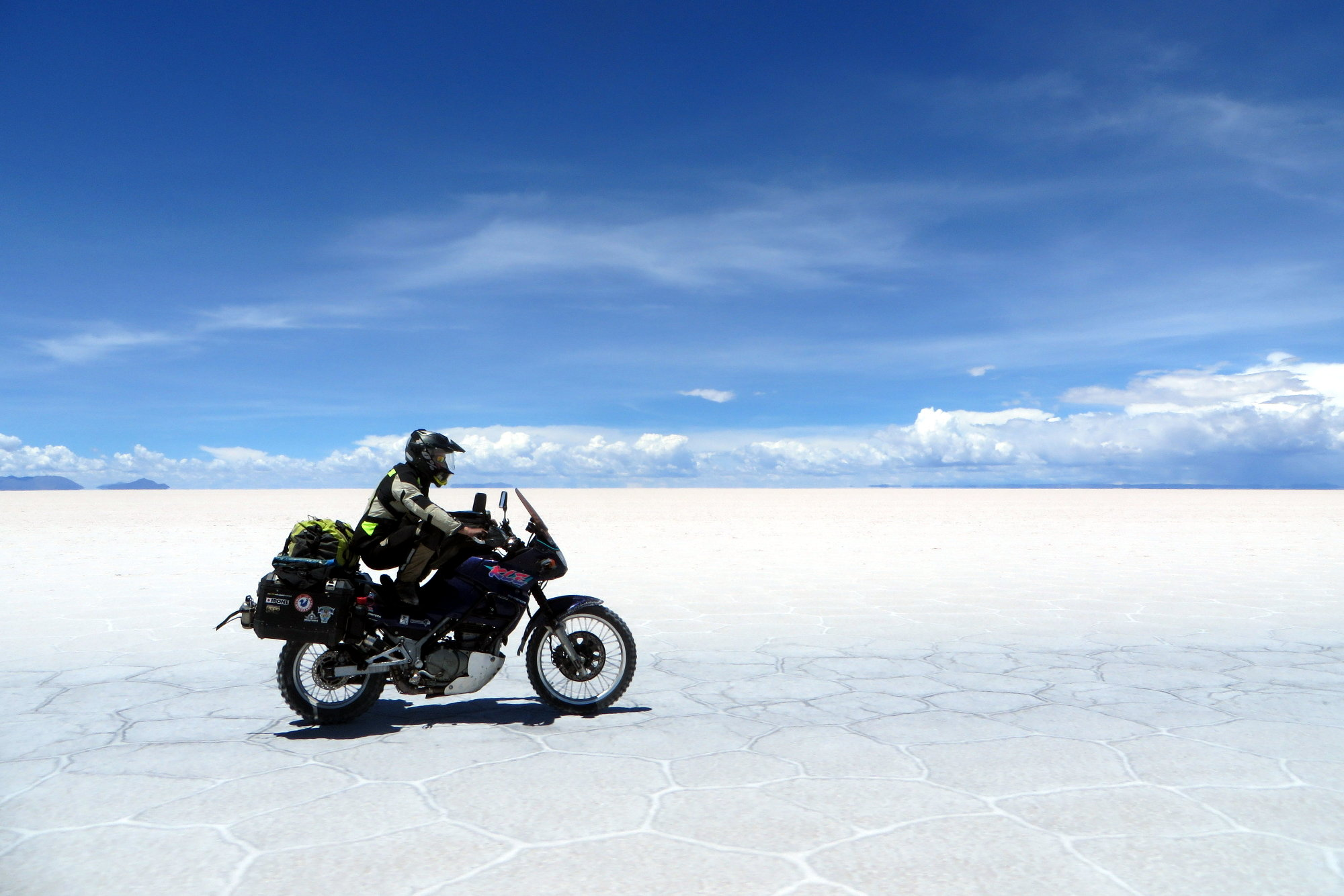 À moto sur le Salar d'Uyuni