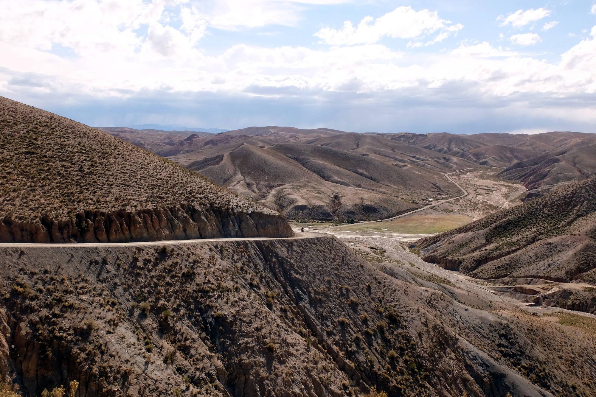 Collines boliviennes à moto