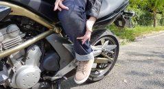 Jean femme DXR Karen : emplacement des protections en position de conduite