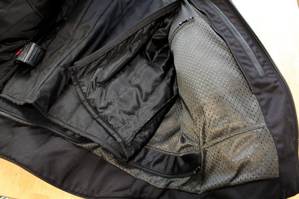 La doublure amovible et le revêtement mesh en dessous