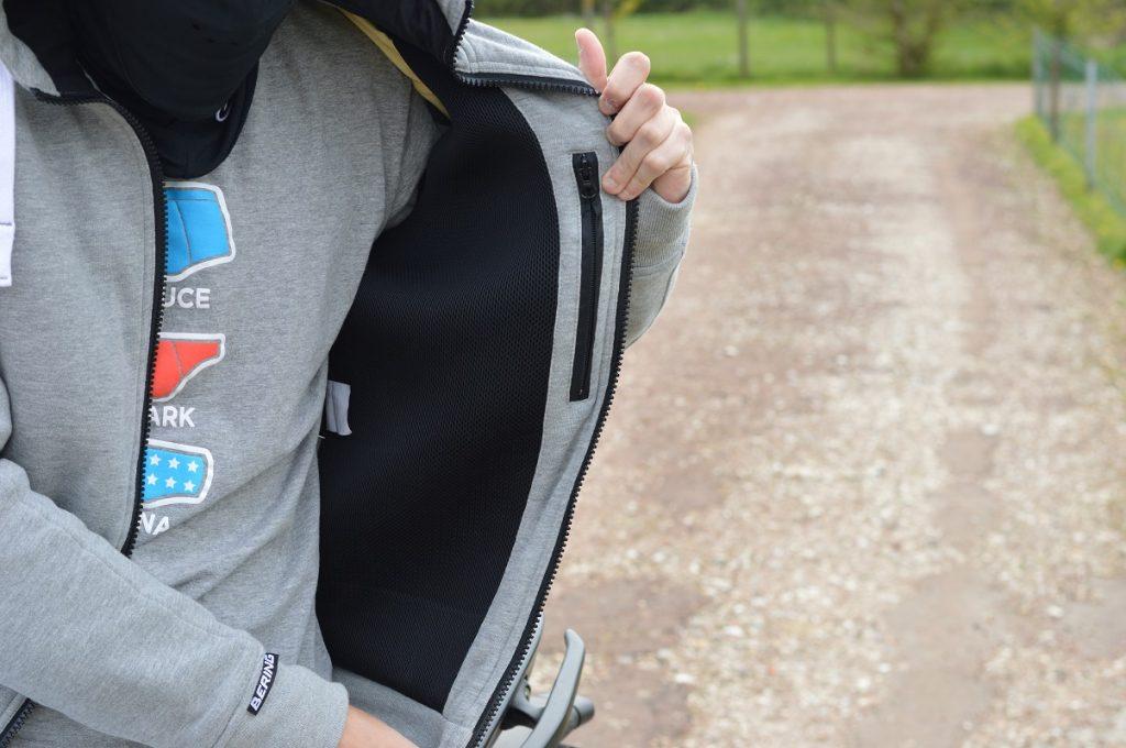 Zoom sur la poche intérieure de la veste Bering Magnus