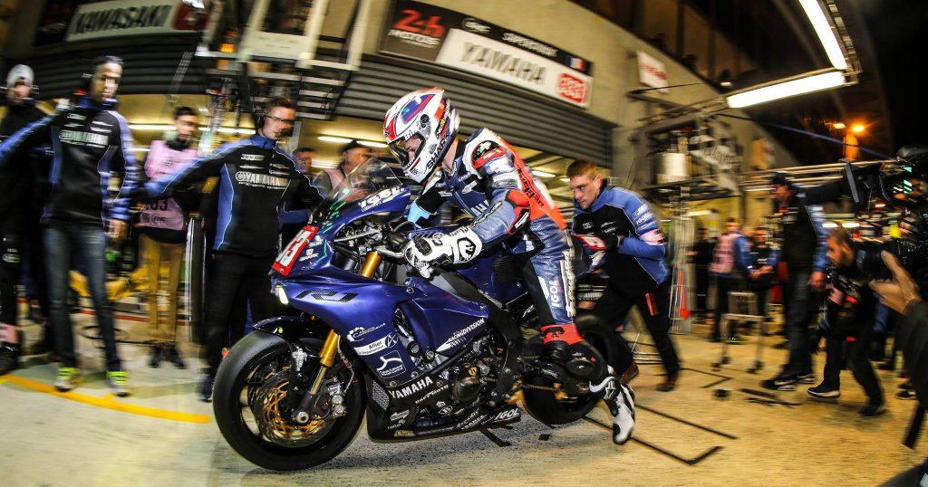 Départ d'un relais nocturne. Les 24H du Mans moto, un autre monde !
