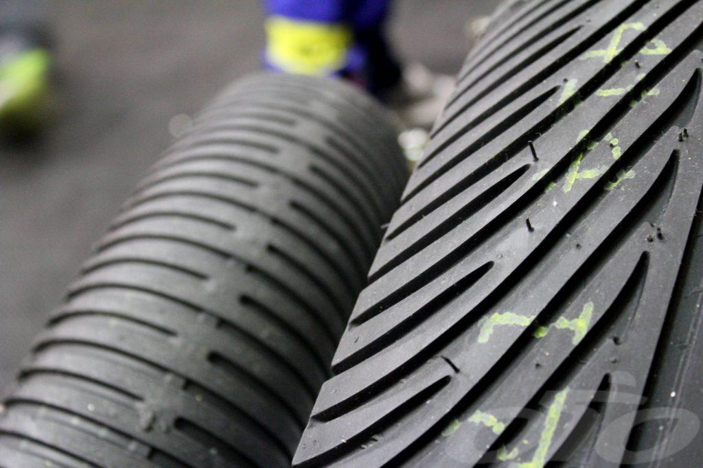 Les pneus piste supportent mal le froid, l'humidité et les UV