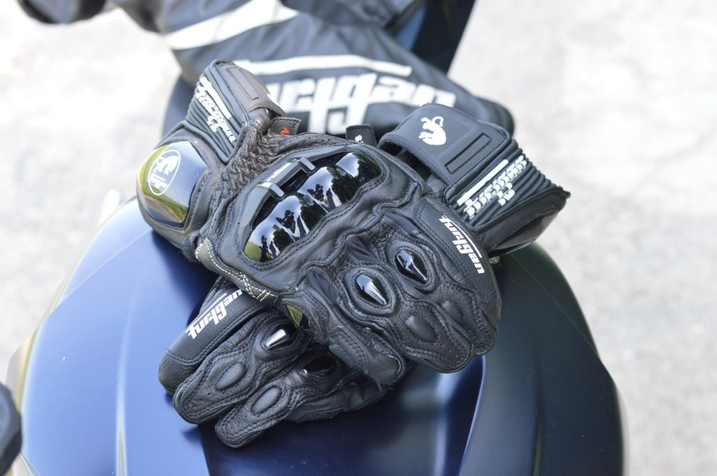 Zoom sur les gants Furygan AFS 18