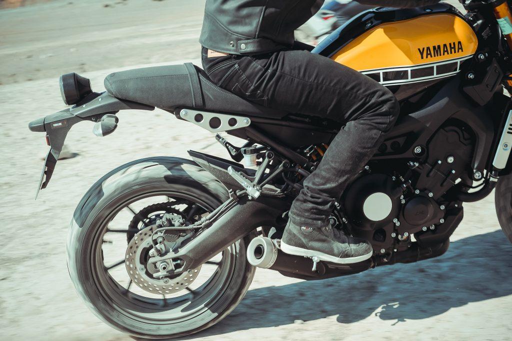 S'équiper d'un pantalon moto