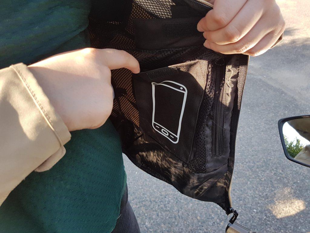 Une poche spéciale smartphone pour le DXR LYLY