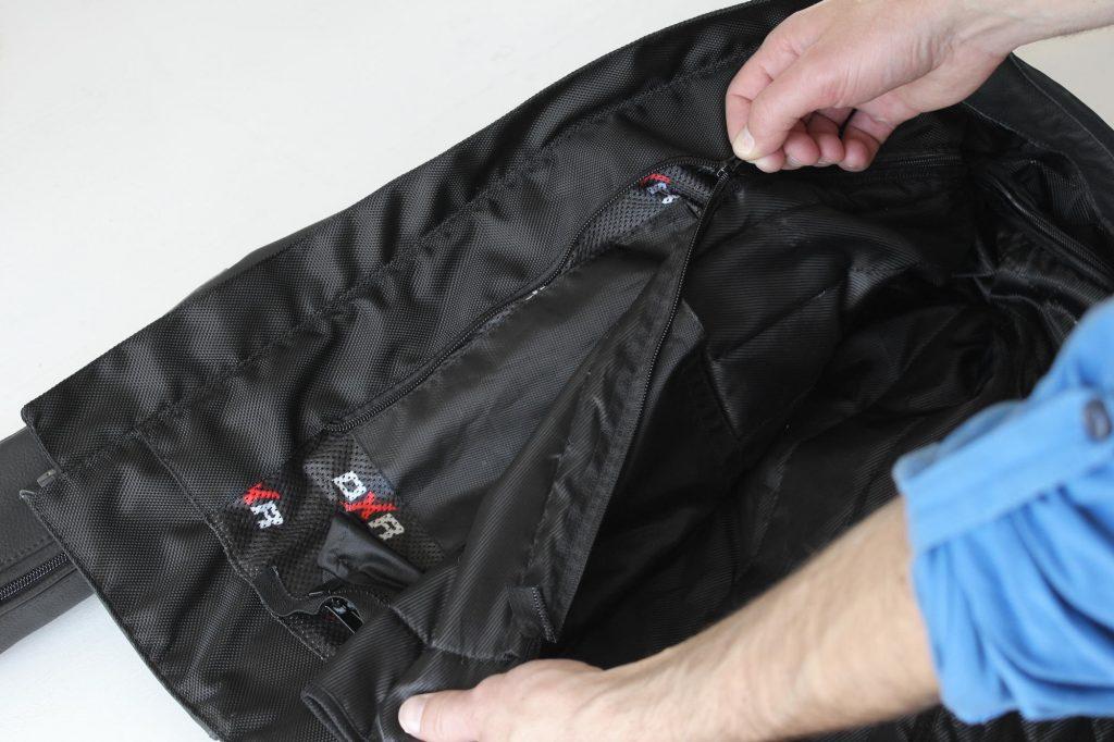 Détacher la doublure hiver, une opération super simple grâce à l'unique zip périphérique