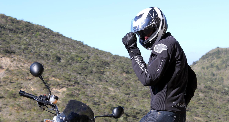 Manipulation casque moto débutant