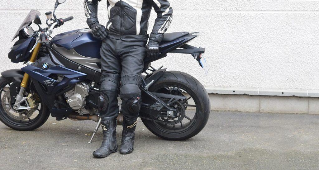 Le pantalon moto, trop souvent mis de côté au moment de s'offrir son premier équipement
