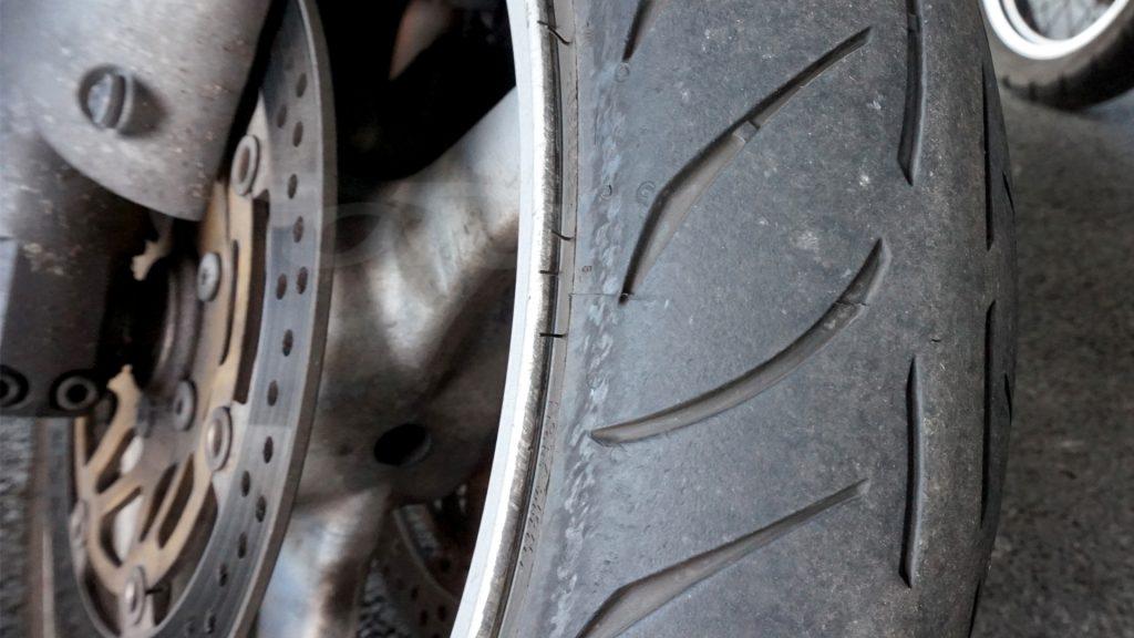 Les pneus Metzeler M7RR voient leurs bandes de peur rapidement disparaître