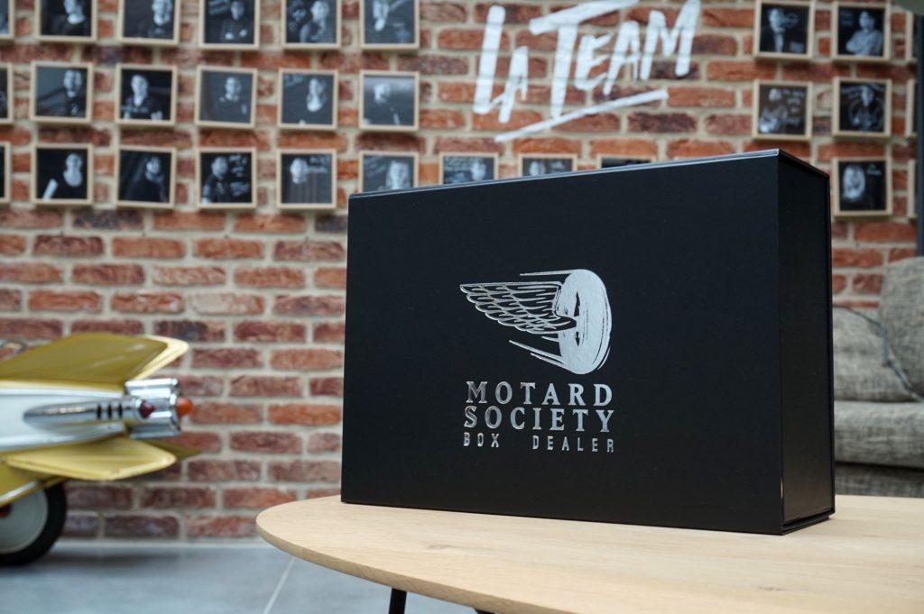 Le coffret Motard Society, une élégante box qui renferme des produits sympa et/ou utiles pour tous les motards !