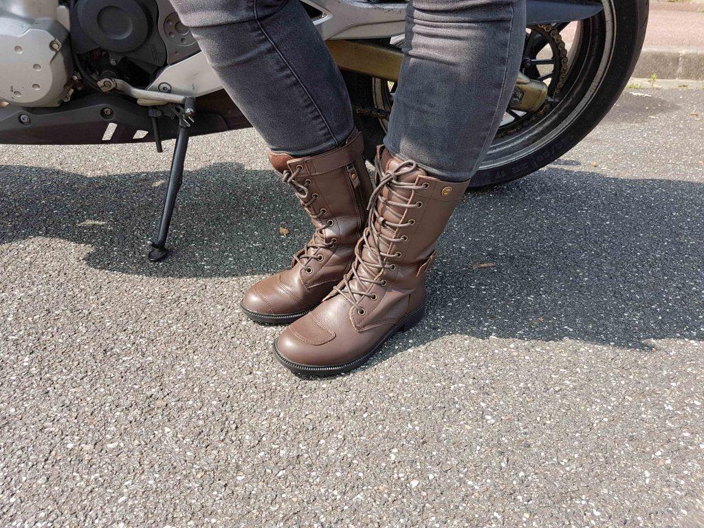 Les DXR Nazka restent confortables à 2 roues comme à pieds.