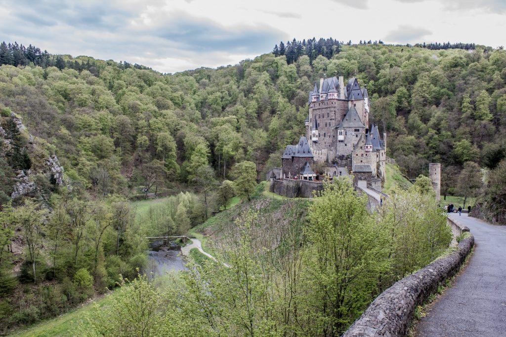 Le Burg Eltz, un petit château magnifique dans la campagne Allemande.