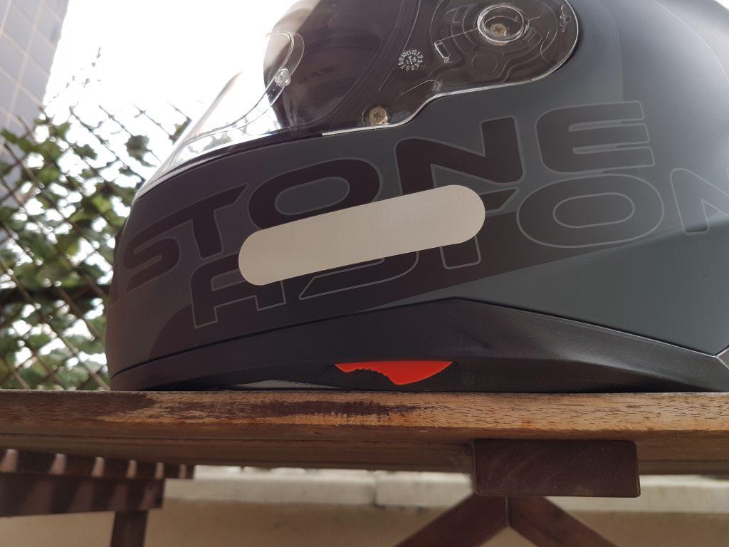 Close-up du mécanisme de l'écran solaire du casque Astone GT 900