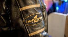 Patch déco sur la manche droite du blouson Helstons Benji Fender