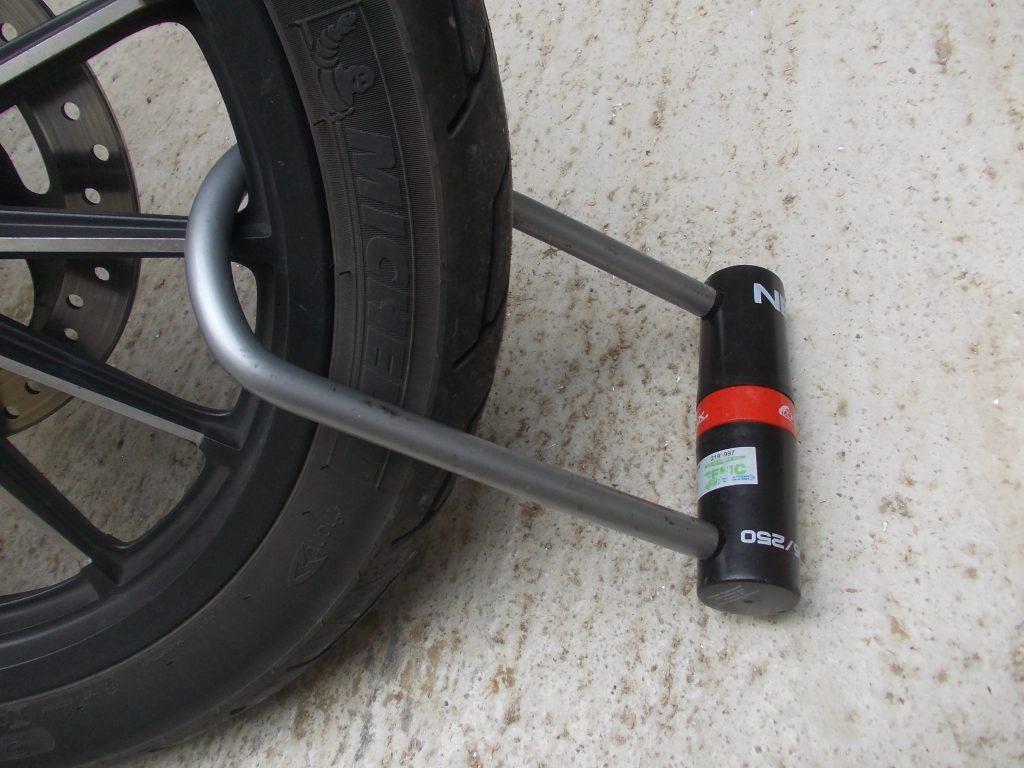 Selon la taille, le Nexus pourra vous laisser de la marge pour attacher votre deux roues à un point fixe.