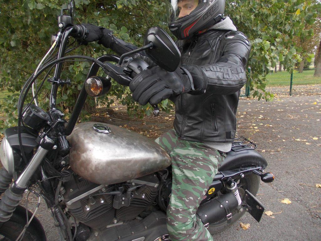 La manchette des gants Furygan Symbol assure une bonne étanchéité entre le gant et le blouson