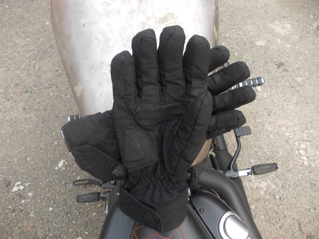 Un aspect massif des gants Furygan Symbol du fait des nombreuses couches de textile