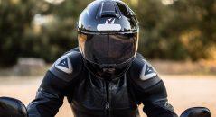 Casque Dexter Atome Fibre - Vue de face sur pilote