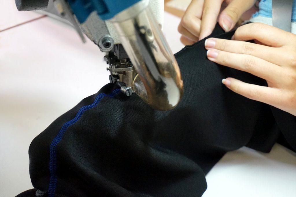La jambe d'un pantalon DXR Vaillant prend forme sous vos yeux !