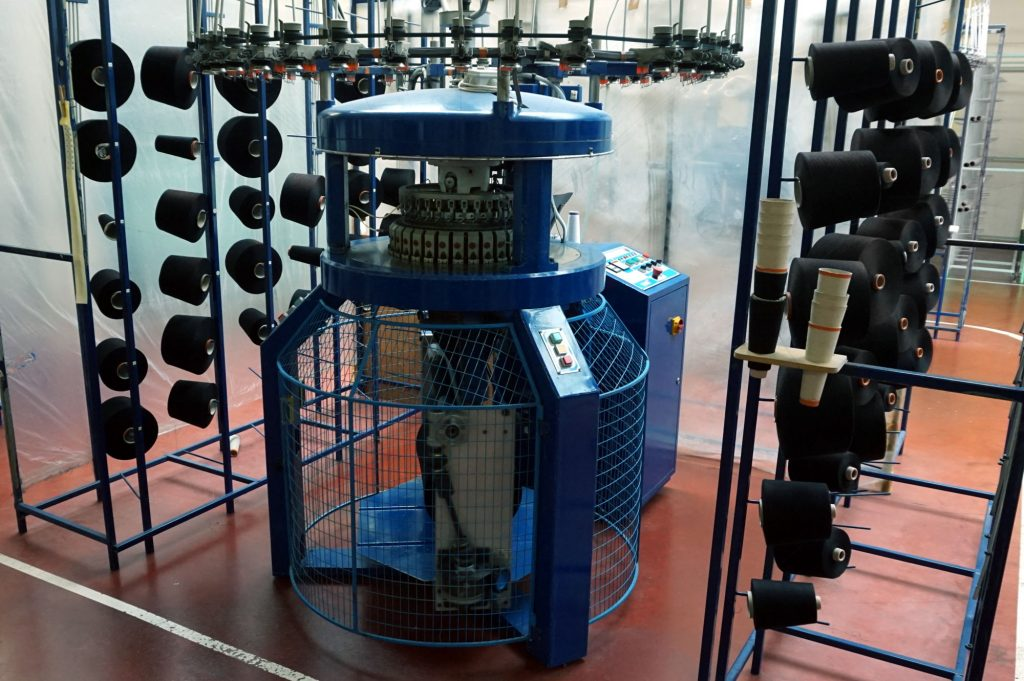 Cette machine tricote le textile Interlock qui entrera dans la fabrication de la gamme Vaillant
