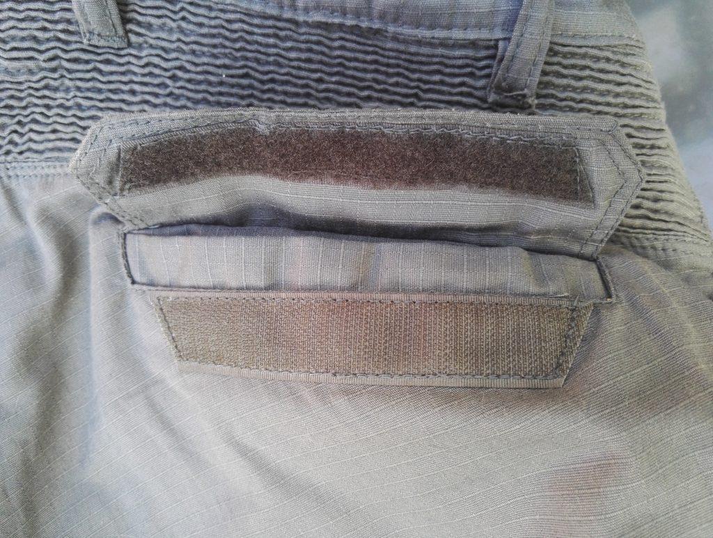 Une poche arrière et son velcro – pantalon moto DXR Rust