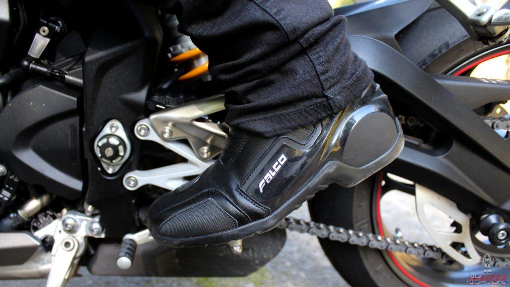 Les demi-bottes Falco Axis 2.1 savent se faire discrètes sous un jean !