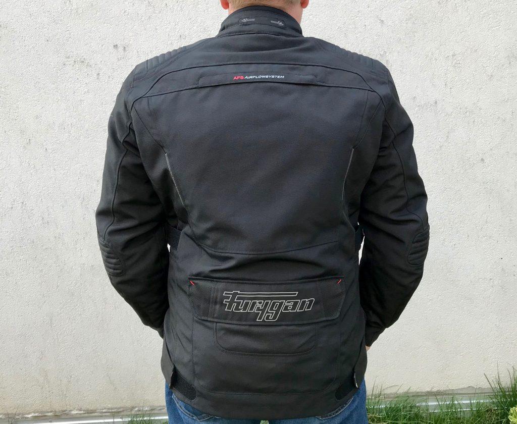 La veste Furygan Bronco est munie de quelques petits inserts rétro-réfléchissants