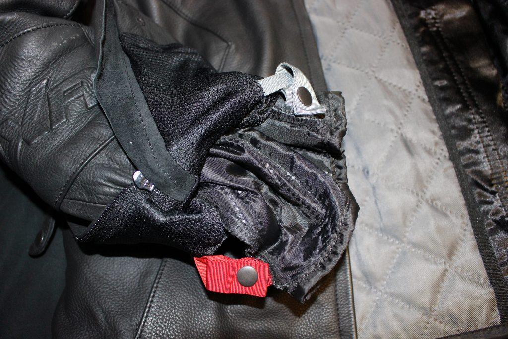 Système d'attache de la doublure du blouson de moto roadster pour femme Diva Racer de DXR
