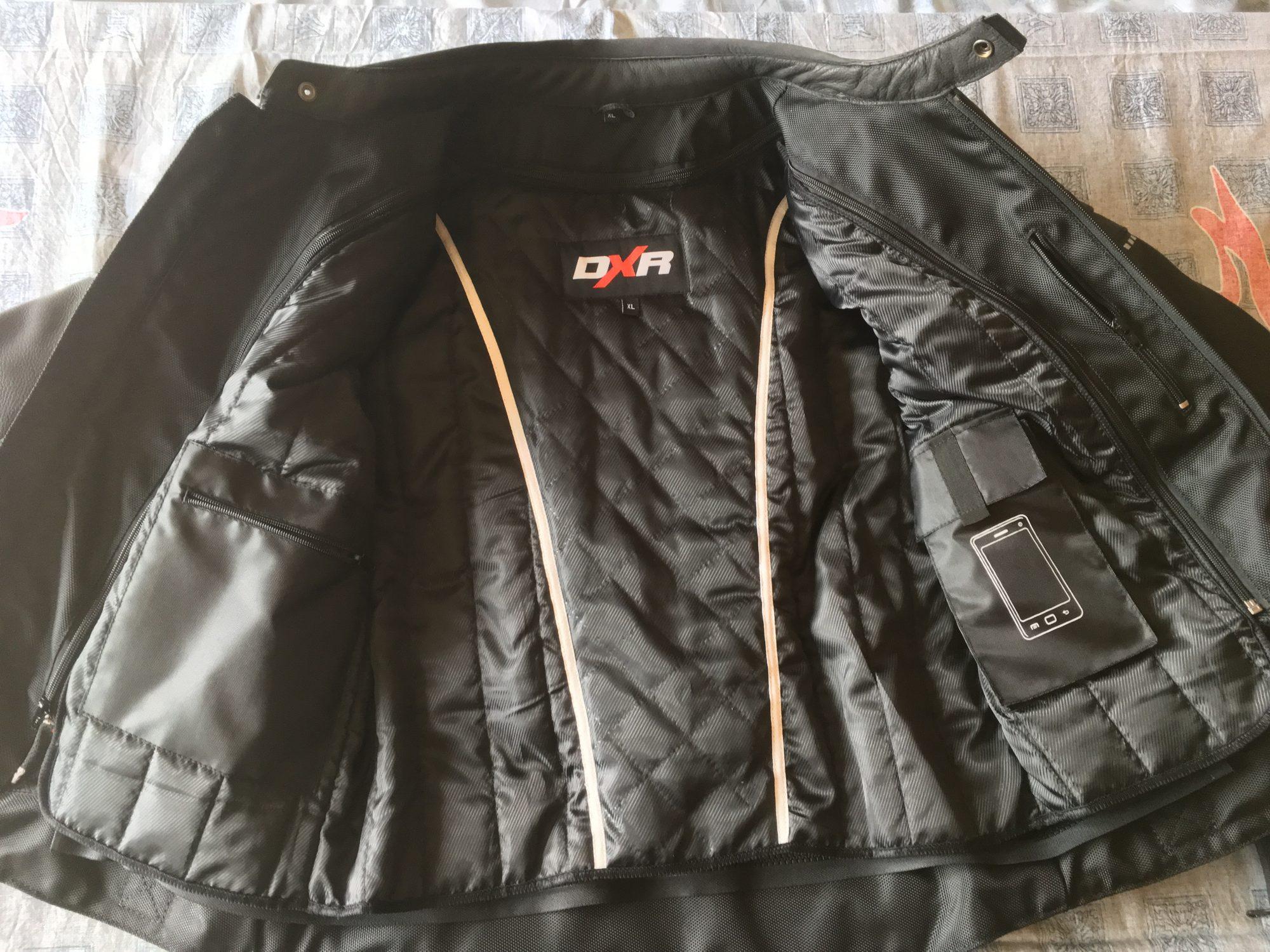 Les multiples poches du blouson cuir DXR Dynamic