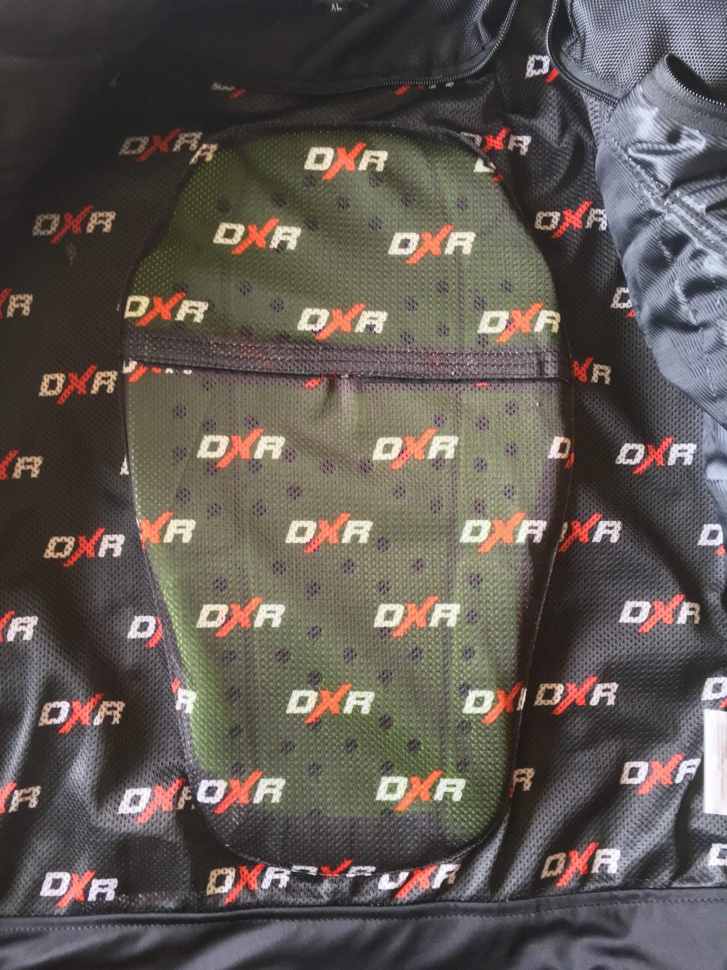 La poche dorsale du blouson cuir DXR Dynamic avec la dorsale DXR BACK PROTECTOR CE