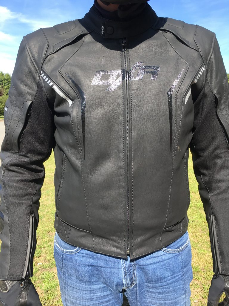 Look sportif et discret pour le blouson cuir DXR Dynamic